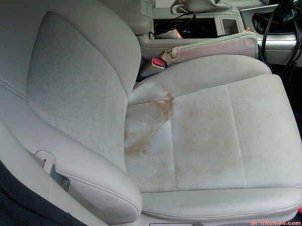 Baking Soda and Vinegar Upholstery Cleaner