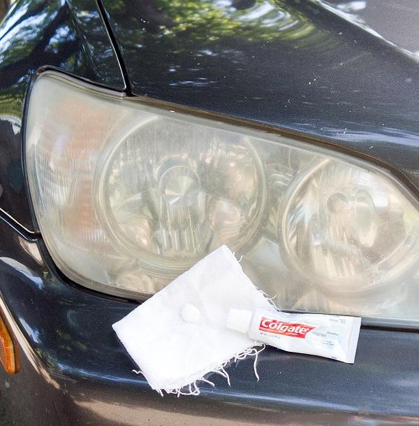 Clean-Headlights-Toothpaste