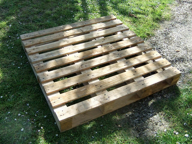 Strawberry-Pallet-Planter-1