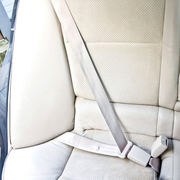 cleaning seat belt of car