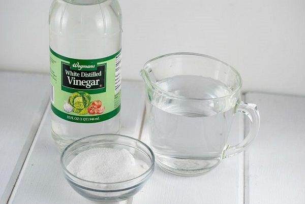 2. Unclogging Drain Using Vinegar and Salt