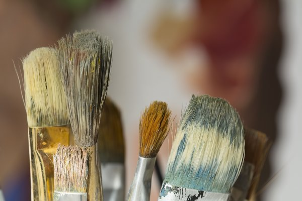 19. Shampoo is a good cleanser for paint brushes