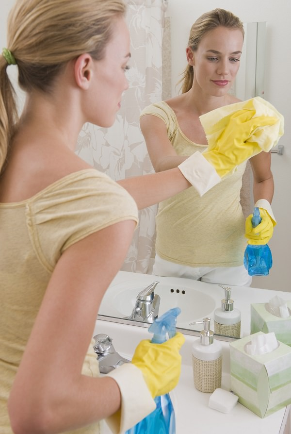 31. Stop fogging on mirrors by using shampoo1