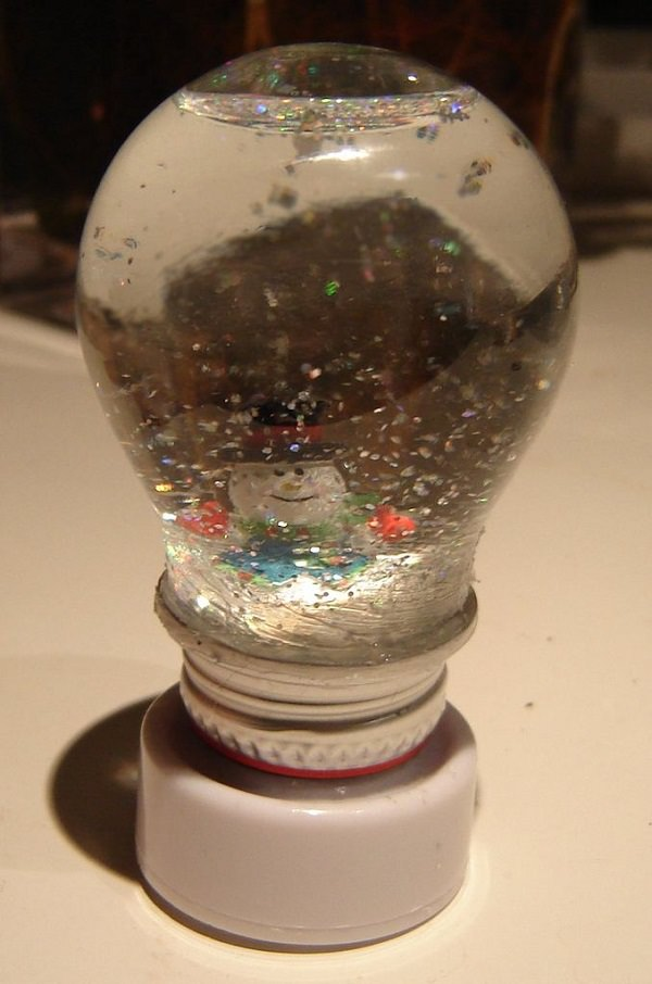 DIY Old Light Bulbs Uses in the Home5