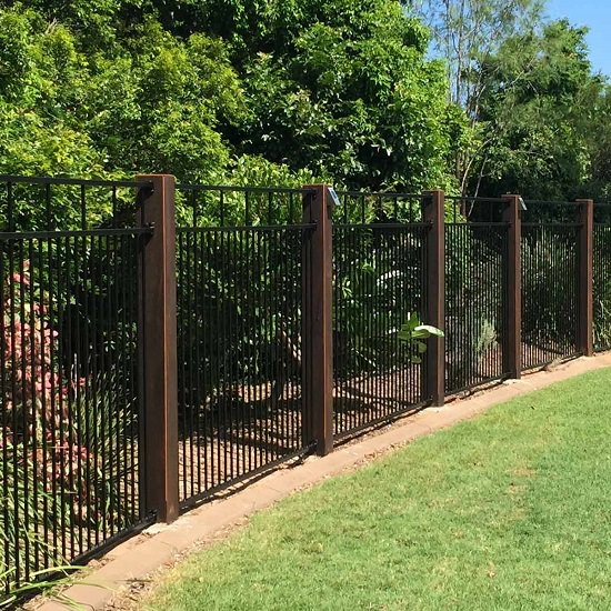 10 Backyard Fence Ideas