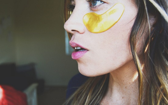 diy eye mask for puffy eyes and dark circles 11