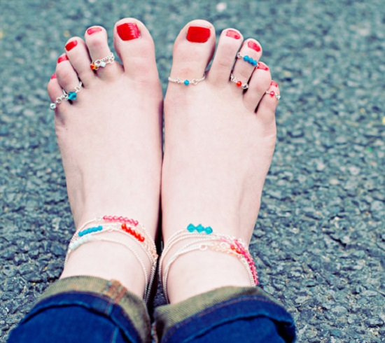 Accessorize yourself with beautiful anklets that you can make all by yourself with the help of these DIY Homemade Anklet Ideas in free time on any weekend.