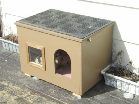 DIY Outdoor Cat House 1