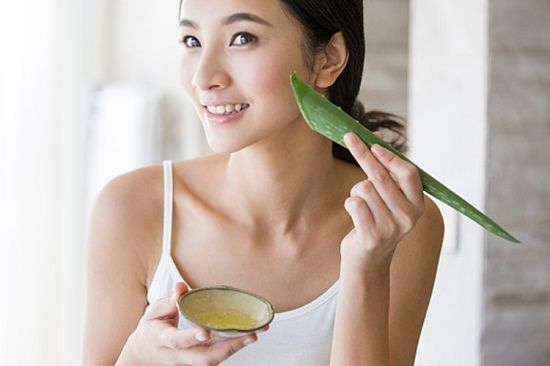 How To Use Aloe Vera to Tighten Skin 4