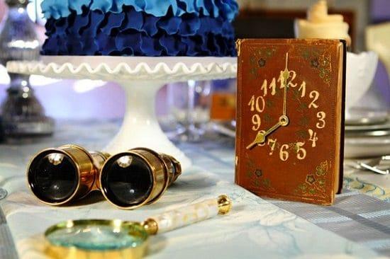 Horloge livre vintage