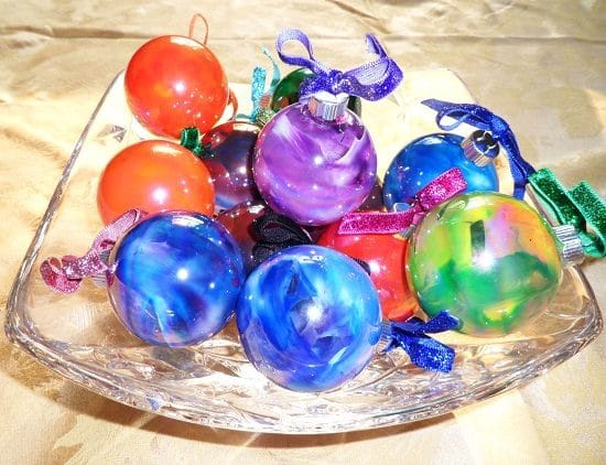 DIY Melted Crayon Ornaments4