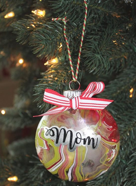 DIY Melted Crayon Ornaments2