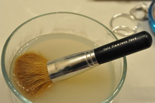 How To Clean Makeup Brushes With Vinegar2