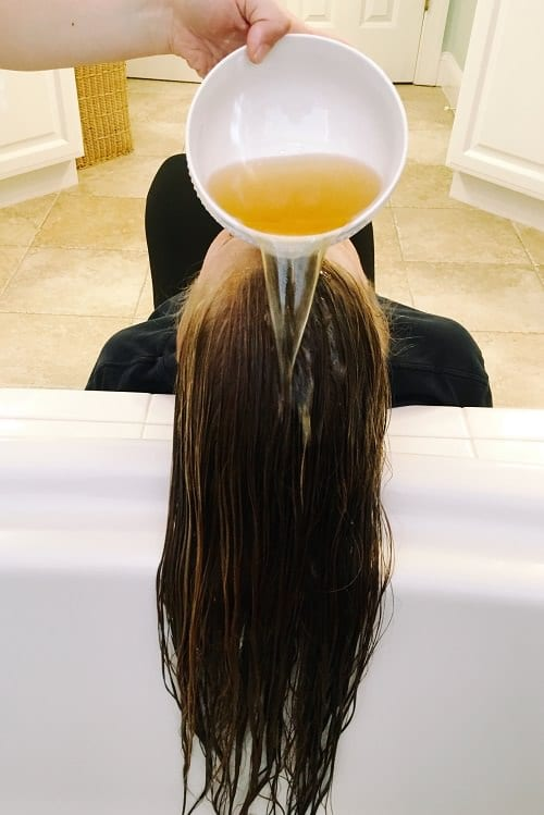 Why and How to Wash Hairs With Vinegar2
